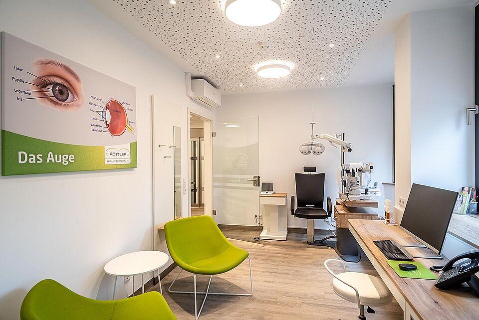 Raum zur Ermittlung der Sehstärke bei Brillen Rottler in Neheim