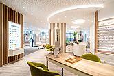 Brillen Rottler Filiale in Neheim mit Besprechungstisch und Glasfarben Wand