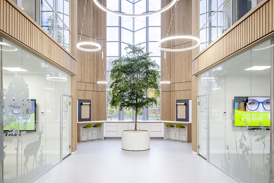 Atrium der ROTTLER Zentrale in Neheim mit Besprechungsräumen