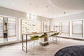 Beratungsplätze Brillen ROTTLER Filiale in Neheim von innen seitliche Perspektive